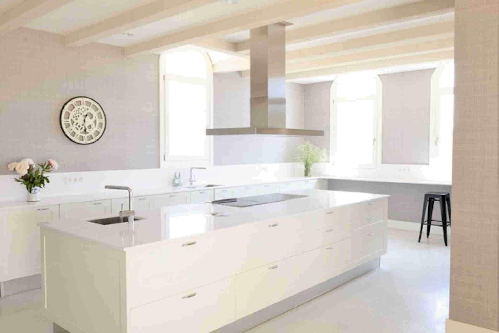 Villa Sitges Casa del Mar: modern kitchen