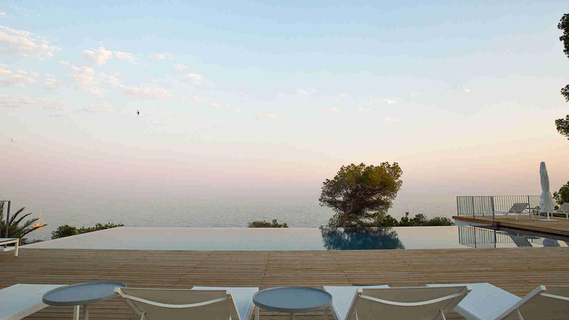 Villa Sitges Casa del Mar: infiinity pool
