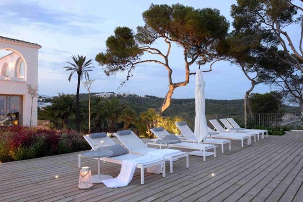 Villa Sitges Casa del Mar: long chairs